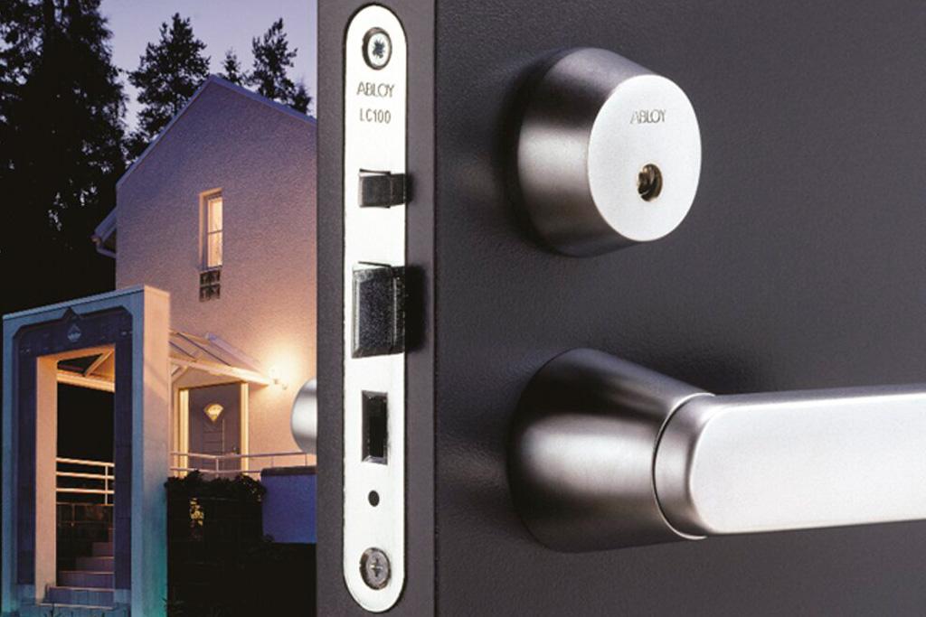 Безопасность дома начинается с двери